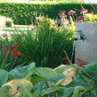 Kunstwerkjes in de tuin - tuinornamenten - fonteintjes - ...